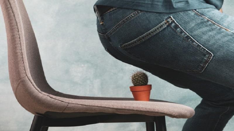آیا نحوه نشستن افراد مبتلا به بواسیر یا هموروئید مهم است؟ این افراد چطور باید بنشینند؟